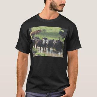 ~はLookinの背部~を脅かします Tシャツ