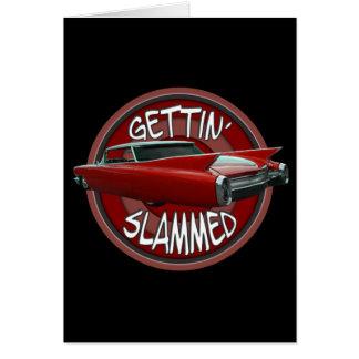 ばたんと閉められた1960年のキャデラックにRollin赤い黒を得ます カード