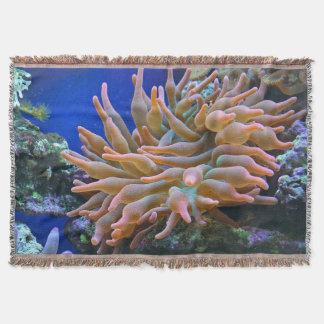 ばら色のアネモネの珊瑚礁の投球 スローブランケット