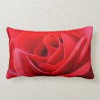 ばら色の枕赤いバラは花の装飾を置きます ランバークッション