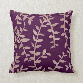 ばら色の金ゴールドおよび暗い紫色の葉はクッションを模造します クッション