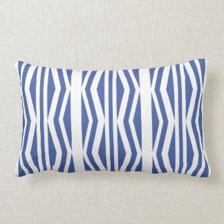 ひよこの幾何学的で青く白いパターン ランバークッション