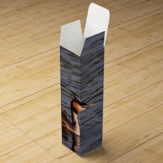 ひよこの背部を持つ素晴らしい頂点に達されたカイツブリ目 ワインギフトボックス