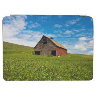 ひよこ豆の分野の古く、赤い納屋 iPad AIR カバー