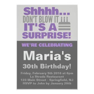 びっくりパーティの招待の紫色 カード