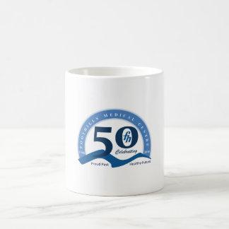 ふもとの小丘は50のロゴのマグ-すべての色--を回します コーヒーマグカップ