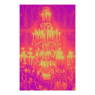 ぶら下がったなシャンデリアのポップアートのネオン色 便箋