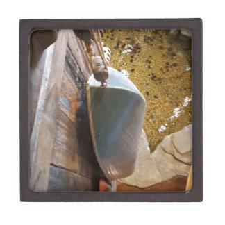 ぶら下がったヴィンテージの漕艇を乾燥するため ギフトボックス