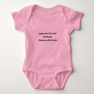 ほとんどの人気があるな人のピンクOnesy ベビーボディスーツ