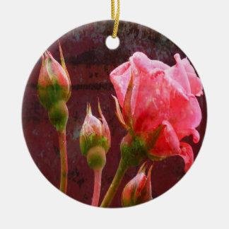 ぼろぼろのシックなピンクのバラ セラミックオーナメント