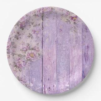 ぼろぼろのシックな木製のラベンダーによっては紙皿が開花します ペーパープレート