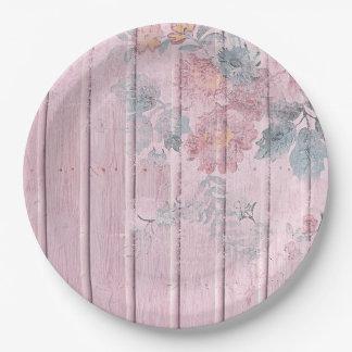 ぼろぼろのシックな木製のラベンダーの青によっては紙皿が開花します ペーパープレート