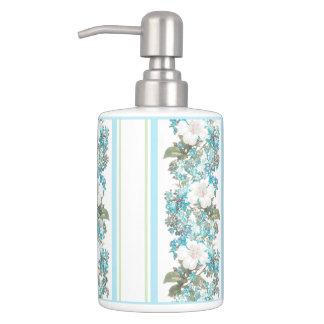 ぼろぼろのシックな浴室の一定の青く白い花柄 バスセット