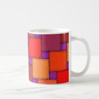 ぼろぼろのシックな紫色のパッチワークの陰 コーヒーマグカップ
