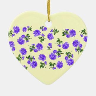 ぼろぼろのシックな紫色の花のクリーム色のオーナメント セラミックオーナメント