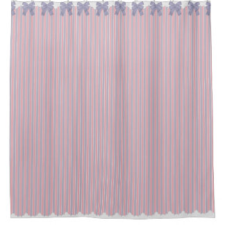 ぼろぼろのシックな薄紫及びピンクのストライプwは及びレース曲がります シャワーカーテン