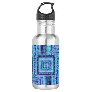 ぼろぼろの青い生地は正方形パターンを装飾的好みます ウォーターボトル