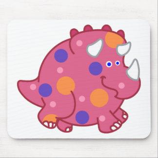 ぽっちゃりしたトリケラトプスの漫画の恐竜 マウスパッド