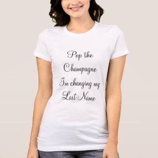 """""""ぽんと鳴らして下さい私の名字""""を変えるシャンペンImを Tシャツ"""