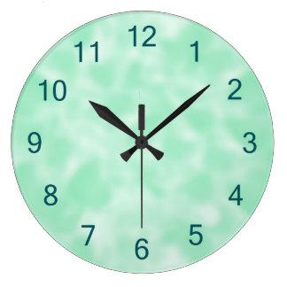 まだらにされる真新しい緑および白 ラージ壁時計