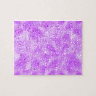 まだらにされる紫色および白 ジグソーパズル