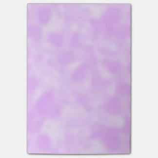 まだらにされる紫色および白 ポストイット