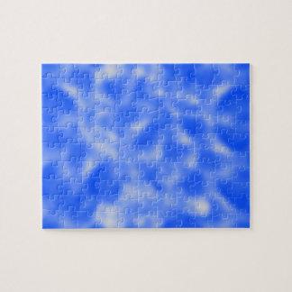 まだらにされる青および白 ジグソーパズル