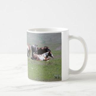 まだら馬の群れ、サウスダコタ コーヒーマグカップ