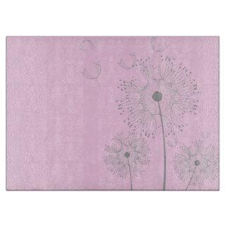 まな板のピンクのタンポポの花 カッティングボード