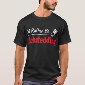 むしろボブスレーに乗っています Tシャツ