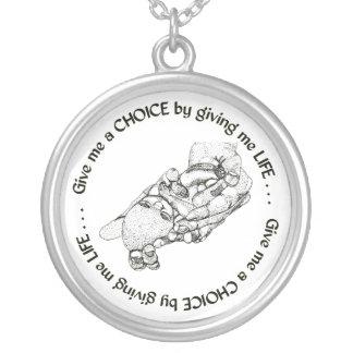 やがて生まれるベビー: 私に生命を与えることによって私に選択を与えて下さい シルバープレートネックレス