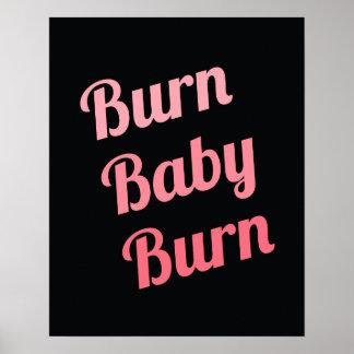 やる気を起こさせるなフィットネスの焼跡のベビーの黒のピンク ポスター