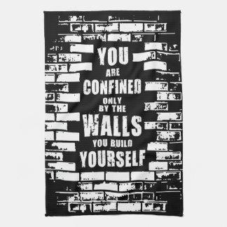 やる気を起こさせるな単語-壁-やる気を起こさせるなトレーニング キッチンタオル