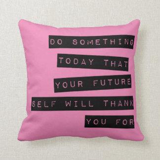 やる気を起こさせるな枕: 黒及びピンク クッション