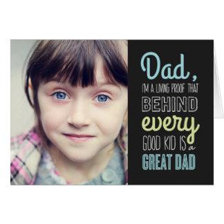 よい子供の素晴らしいパパの父の日の写真カード カード