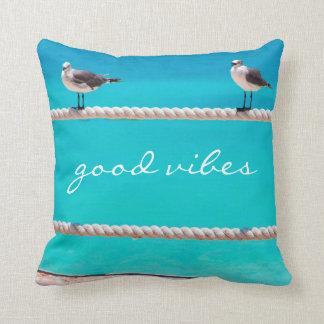 """""""よい感情""""のビーチの鳥の写真の装飾用クッション クッション"""