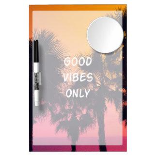 """""""よい感情""""の熱帯ビーチのやし日没だけ ミラー付きホワイトボード"""