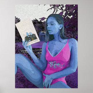 よい本を読んでいる青いブルネット ポスター