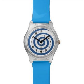 よくはしゃぐで青い螺線形 腕時計
