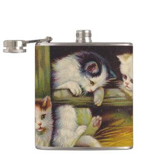 よくはしゃぐな子ネコの子猫猫の農場の田園フラスコ フラスク