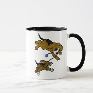 よくはしゃぐな子犬 マグカップ