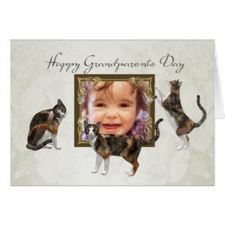 よくはしゃぐな猫が付いている写真の祖父母日カード カード