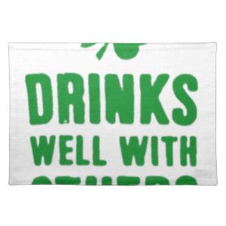 よの飲み物他とセントパトリックの日のティー ランチョンマット