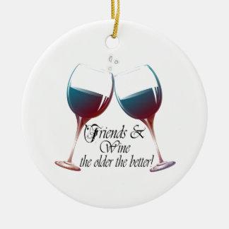 よりよいのより古いの友人およびワインのワインのギフト セラミックオーナメント