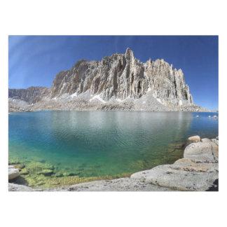 より低いHitchcock湖2上のMt Hitchcock -山脈 テーブルクロス