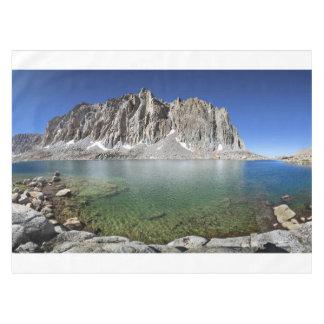 より低いHitchcock湖-山脈上のMt Hitchcock テーブルクロス