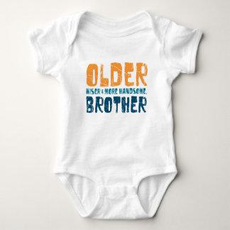 より古い(より賢く及びよりハンサムな)兄弟 ベビーボディスーツ