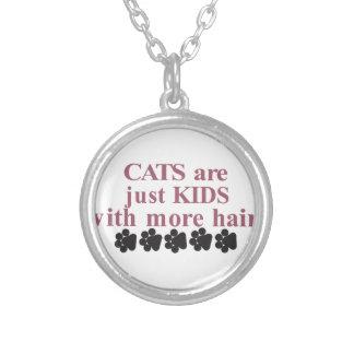 より多くの毛を搭載する猫 シルバープレートネックレス
