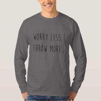 より少なく心配は、より多くの槍投げのワイシャツを投げます Tシャツ