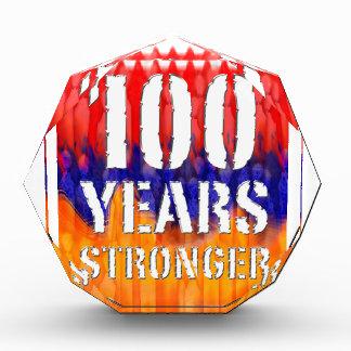 より強いアルメニア記念日の水晶100年の 表彰盾